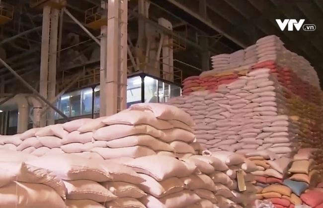 Xử lý nghiêm các trường hợp găm hàng, thao túng giá gạo - ảnh 1