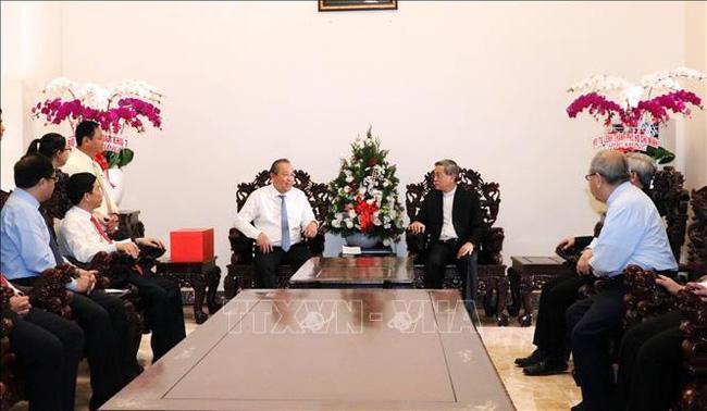 Deputy PM Truong Hoa Binh meets the Archbishop of Ho Chi Minh City Archdiocese Nguyen Nang. (Photo: VNA)