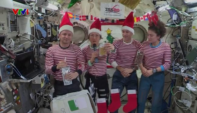 Nữ phi hành gia phá kỷ lục sống lâu nhất trên trạm vũ trụ - ảnh 2