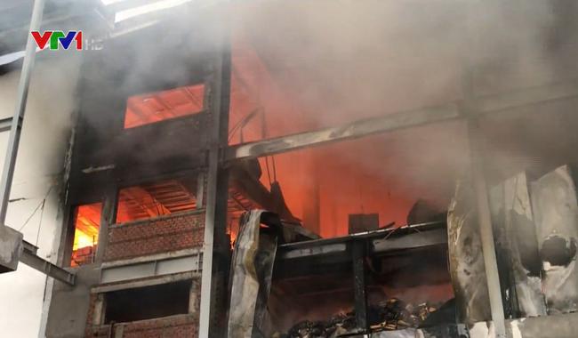 Cháy lớn tại khu công nghiệp Sóng Thần, Bình Dương - ảnh 3