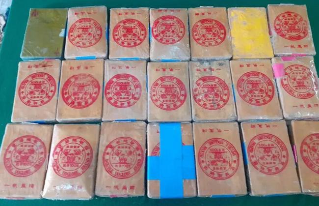 Thừa Thiên - Huế: Thêm 21 bánh ma túy trôi dạt vào bờ biển - ảnh 1