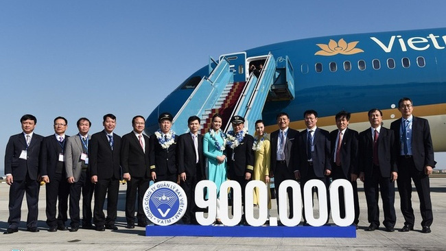 The 900,000th safe flights welcomed at the Noi Bai airport. (Photo: zing)