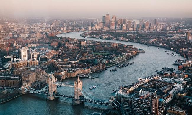 Giới đầu tư rút 2,8 tỷ Bảng khỏi các quỹ bất động sản Anh trong 12 tháng qua - ảnh 1