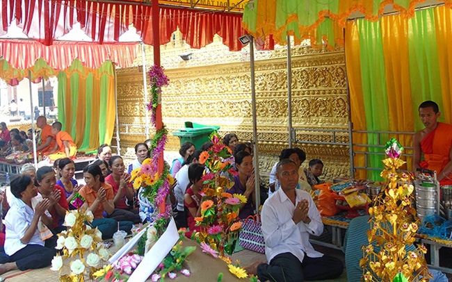 A ritual during the Chol Chnam Thmay Festival of Khmer people in Soc Trang province.