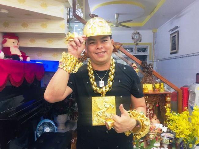 Phúc XO khai vàng đeo trên người là vàng giả - ảnh 2