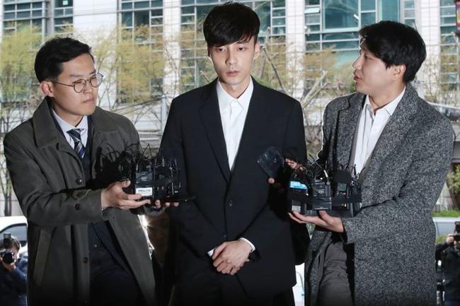 Giữa bão scandal, Roy Kim vẫn tốt nghiệp đại học danh giá - ảnh 1