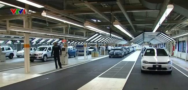 CNBC: Mỹ dự định trì hoãn việc tăng thuế lên ô tô nhập khẩu từ EU thêm 6 tháng - ảnh 2