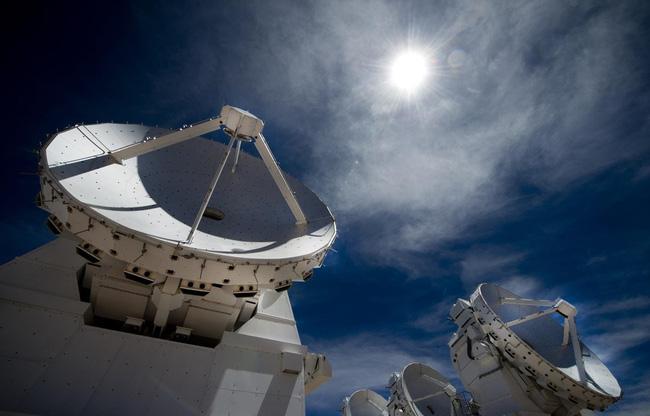 Phát hiện nhôm xung quanh một ngôi sao mới nhờ kính viễn vọng ALMA - ảnh 1