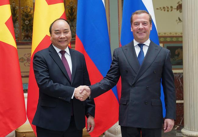 Thủ tướng Nguyễn Xuân Phúc hội đàm với Thủ tướng Nga Dmitry Medvedev - ảnh 1