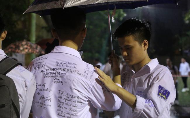 Lễ tri ân trưởng thành đầy xúc động của học sinh lớp 12 trường THPT Yên Hòa - ảnh 17