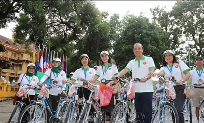 Agoda, a global online accommodation providers, lists Hoi An as one of the world's six best places to explore by bicycle. (Photo: VNA)