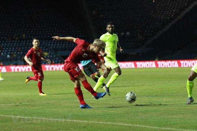 Foreign sport newspapers have expressed their regret for Vietnam who lost the Kings' Cup to Curacao after penalty shootouts in Thailand on June 8. (Photo: VNA)