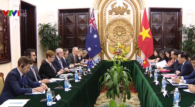 Phó Thủ tướng Phạm Bình Minh hội đàm với Bộ trưởng Bộ Ngoại giao Australia - ảnh 2