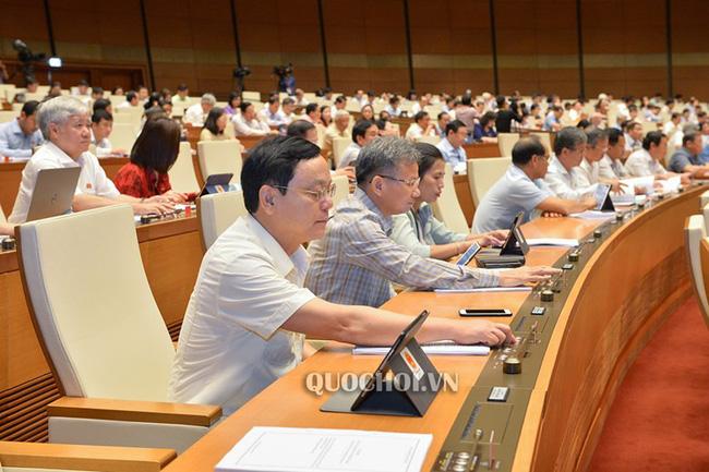 Quốc hội biểu quyết Luật Quản lý thuế (sửa đổi), Luật Đầu tư công (sửa đổi), Luật Kiến trúc - ảnh 1