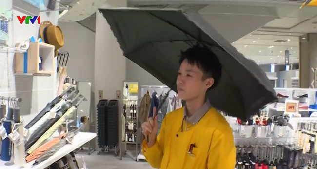 Doanh số bán ô cho nam giới Nhật Bản tăng mạnh - ảnh 2
