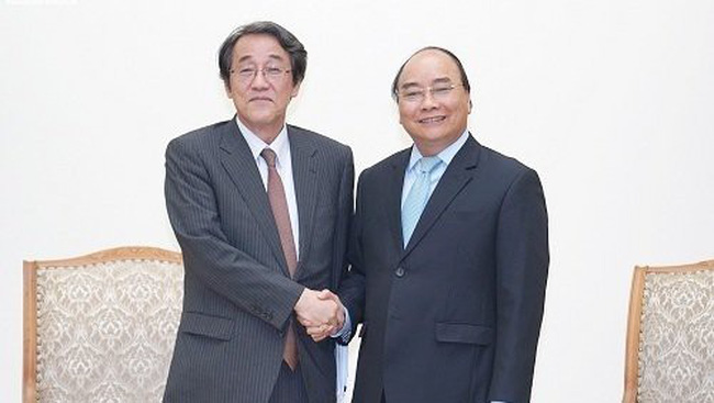 Prime Minister Nguyen Xuan Phuc receives Japanese Ambassador to Vietnam Kunio Umeda in Hanoi on June 20. (Photo: VGP)