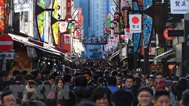 Tourists at the Ueno shopping area in Tokyo, Japan. (Photo: VNA)