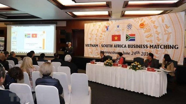 "The seminar, themed ""Vietnam-South Africa Business Matching"", in Johannesburg on June 24 attracts the participation of over 100 South African businesses. (Photo: VNA)"