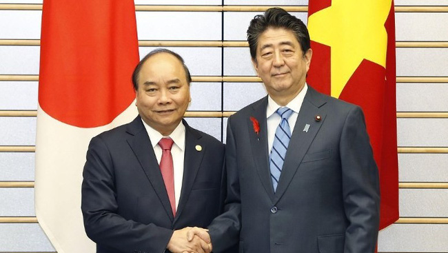 PM Nguyen Xuan Phuc and his Japanese counterpart Shinzo Abe during the former's visit to Japan in 2018. (Photo: VGP)