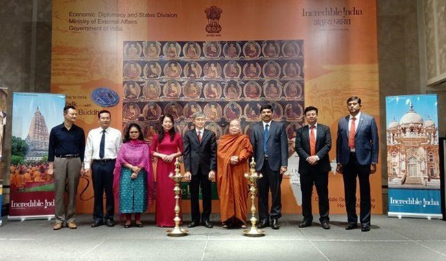 Vietnamese and Indian delegates at the launch of