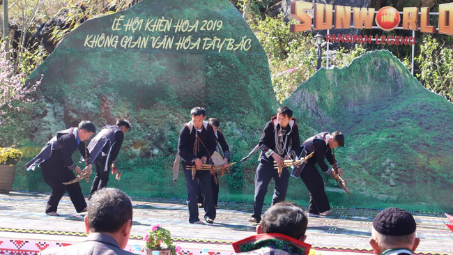A performance at the Khen (pan pipe) festival