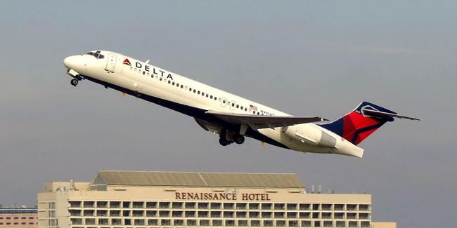 Mỹ: Hoảng hồn khi động cơ máy bay hỏng ngay giữa bầu trời - ảnh 1