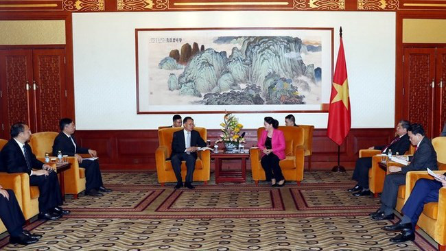 NA Chairwoman Nguyen Thi Kim Ngan meets with executives of some Chinese businesses in Beijing on July 10 as part of her ongoing official visit to China. (Photo: VNA)
