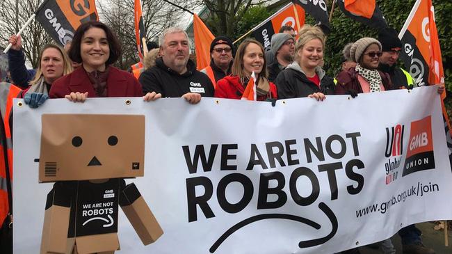 Nhân viên Amazon biểu tình phản đối điều kiện làm việc - ảnh 1