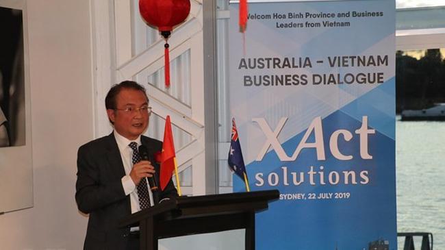 Vietnamese Ambassador Ngo Huong Nam speaking at the dialogue. (Photo: VNA)