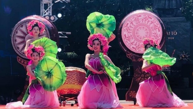 A performance at the opening ceremony for the festival (Photo: NDO)