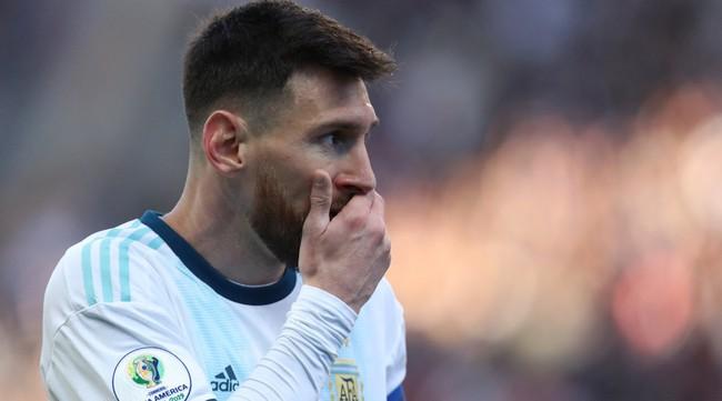 Sao Brazil tố ngược Messi thao túng trọng tài