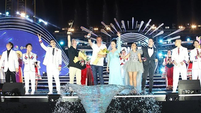 Winners are honoured at the closing ceremony for the festival. (Photo: NDO)