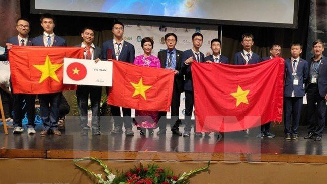 Vietnamese contestants at the 13th International Olympiad on Astronomy and Astrophysics (IOAA) (Photo: VNA)