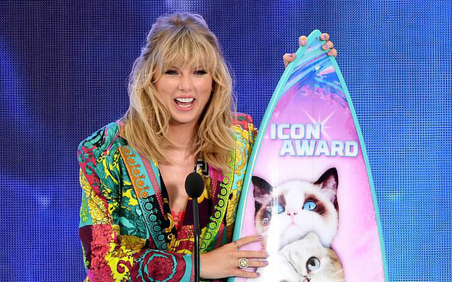 Chiều fan hết mực, Taylor Swift bất ngờ trả tiền học cho fan nữ - ảnh 3