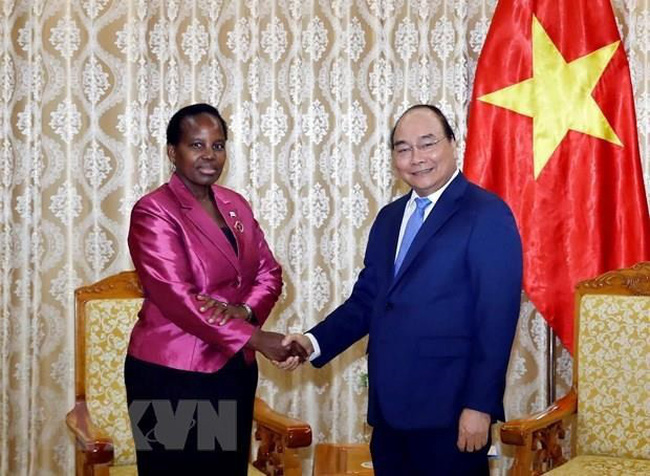 Prime Minister Nguyen Xuan Phuc receives Botswana Minister of Foreign Affairs and International Cooperation Unity Dow on August 26.