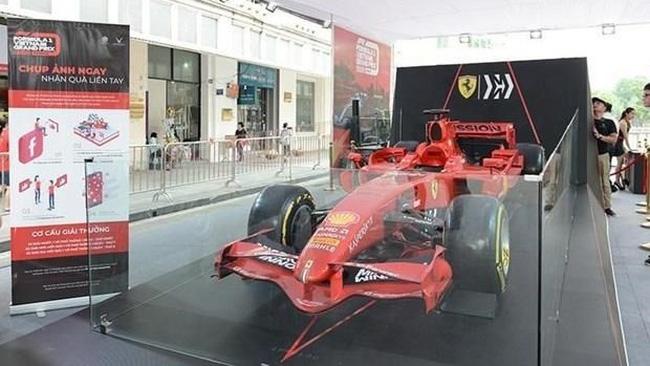 Ferrari F1 racing car on display in Hanoi's Hoan Kiem Lake area (Photo: VNA)