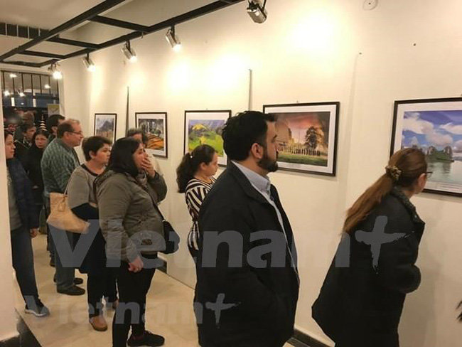 The Vietnam Days in Asuncion features a photo exhibition promoting the beauty of Vietnam's people and nature. (Photo courtesy of Vietnamese Embassy to Argentina and Paraguay)