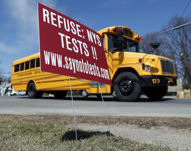 Công nghệ và quy định giúp ngăn bỏ quên học sinh trên xe ở các nước trên thế giới - ảnh 2