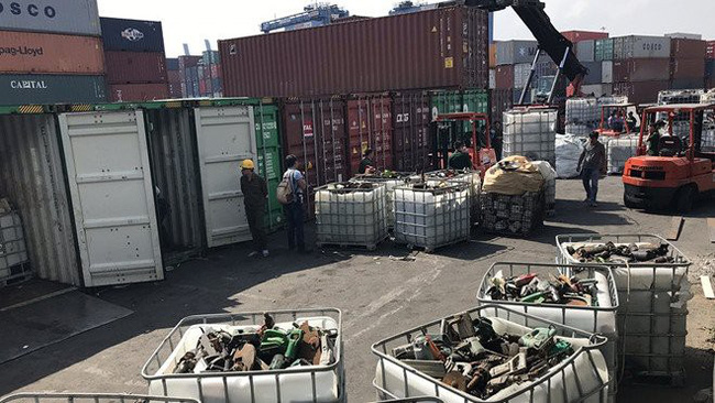 Containers of scrap at Cat Lai Port in Ho Chi Minh City. (Photo: thanhnien.vn)