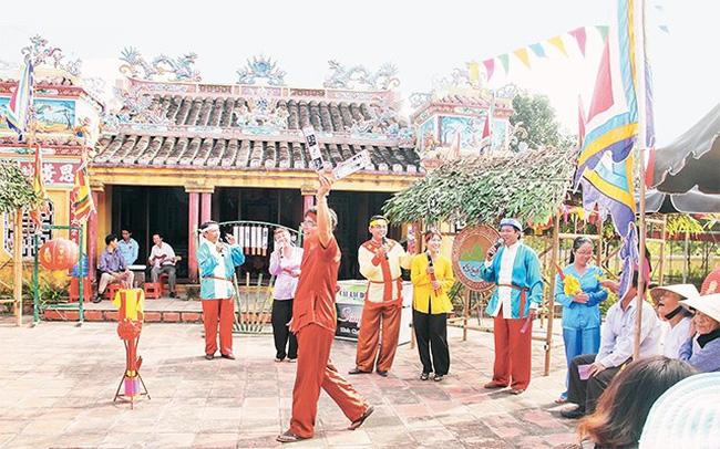 'Bai Choi' singing performed at a festival in Tuy Loan Village, Hoa Vang district, Da Nang city