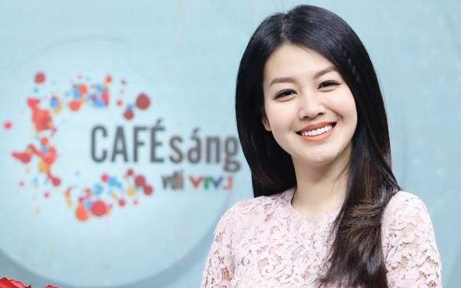 """MC Hồng Nhung: """"Được lọt vào top 5 MC ấn tượng VTV Awards 2019 là một điều quá hạnh phúc"""" - ảnh 5"""