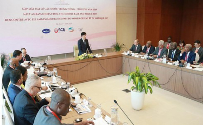 Deputy Foreign Minister Nguyen Quoc Cuong speaks at the meeting