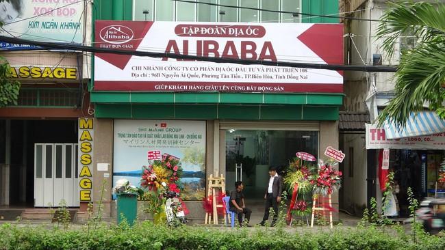 Phạt 15 triệu đồng, buộc tháo dỡ biển hiệu trái phép của Công ty cổ phần địa ốc Alibaba - ảnh 2