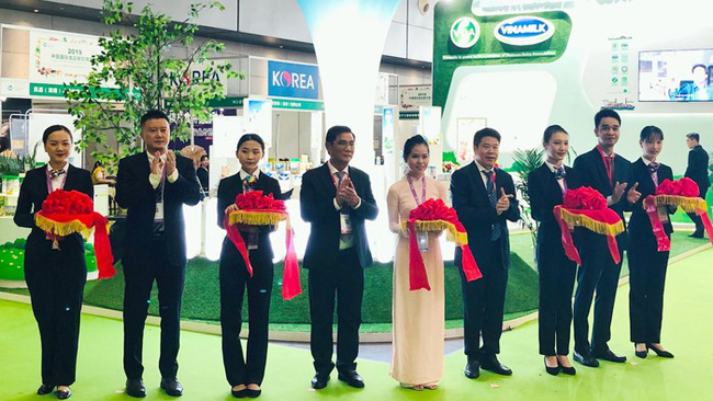 The opening of the Vinamilk booth at the expo