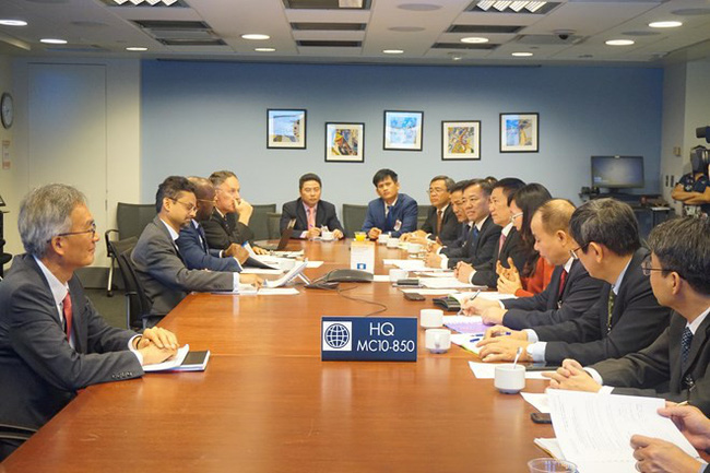 The working session between officials of the State Audit Office of Vietnam and the World Bank (Photo: VNA)