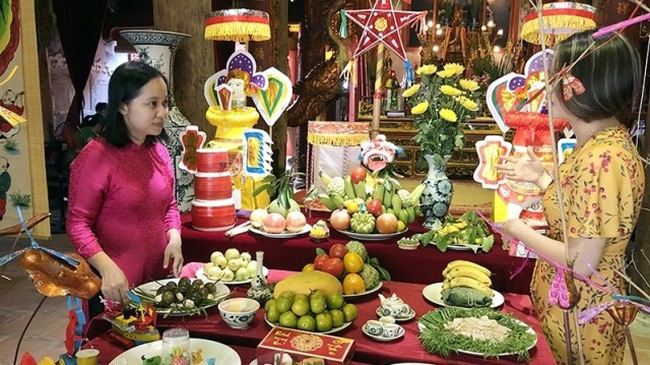 A mid-autumn festival feast prepared at Kim Ngan communal house. (Photo: NDO)