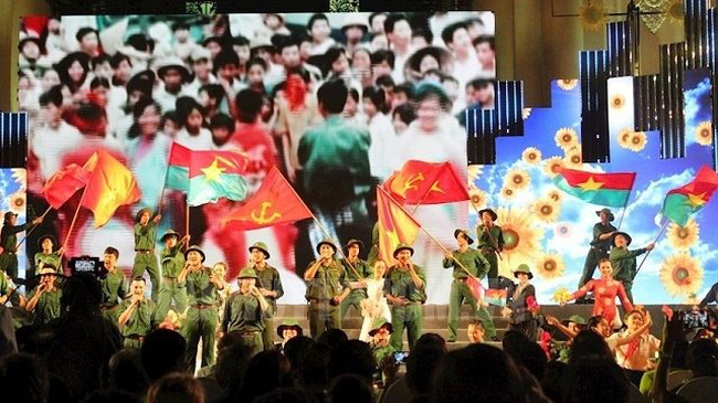 Performances at the event recalled the Great Spring Victory in 1975, which liberated the South and reunified the country. (Photo: hcmcpv.org.vn)