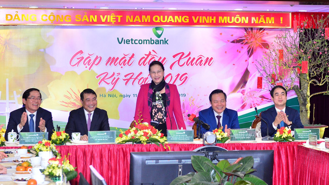 National Assembly Chairwoman Nguyen Thi Kim Ngan pays a New Year visit to Vietcombank. (Photo: Chien Thang)