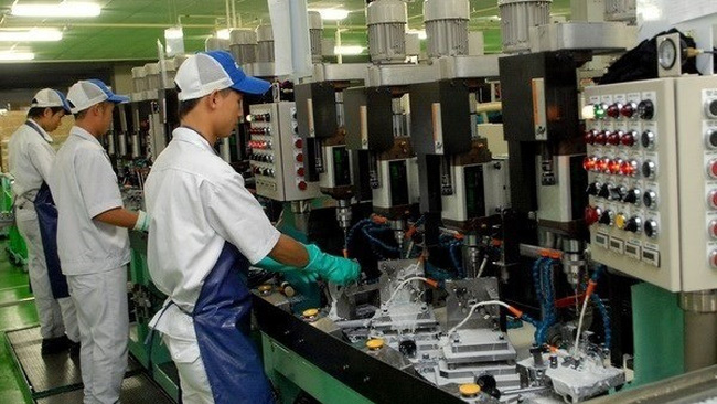 Workers manufacture auto parts at the Keihin Vietnam Company (Source: VNA)