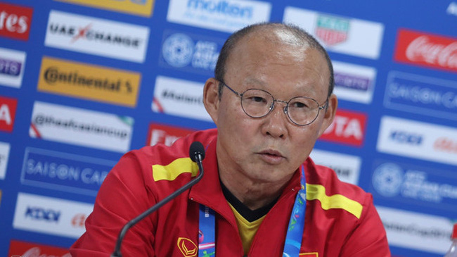Vietnam coach Park Hang-seo speaks at the press conference on January 7. (Photo: Zing)